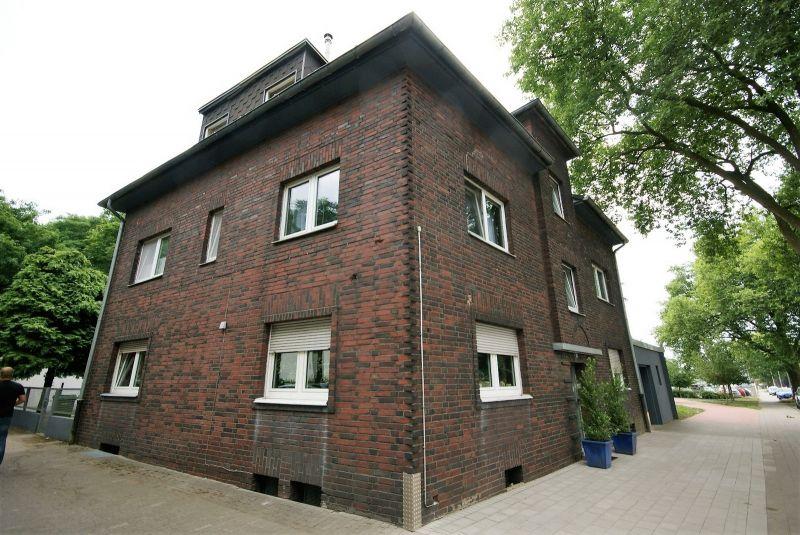mehrfamilienhaus in 46117 oberhausen ivd24id 182468654. Black Bedroom Furniture Sets. Home Design Ideas